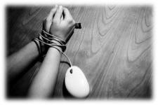 mouse enrrolado na mão